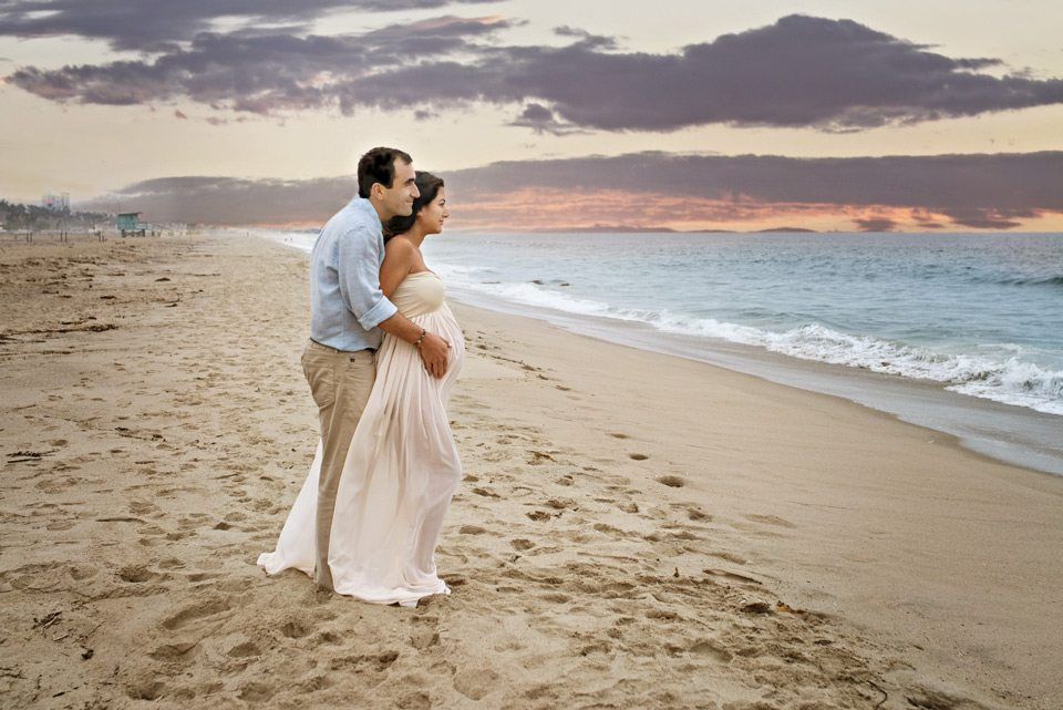 beach_maternity_couple